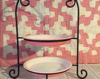 Vintage pie display with set of teo pink speckaled pyrex pie plates