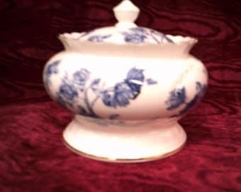 Beautiful Aynsley Elizabeth Rose Lidded Trinket Dish