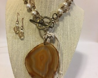 Amber Agate Pearl and Crystal Neckace with Earrings Set.