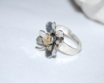 Ring in silver vielli and a semi-precious stone garnier. Color red bordeaux