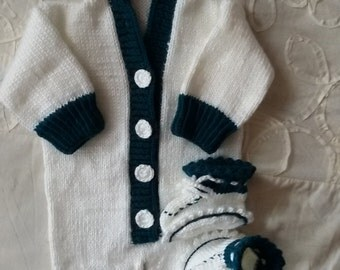 suit for the newborn, associated with love and without seams. size 56 cm. thread acrylic for children.