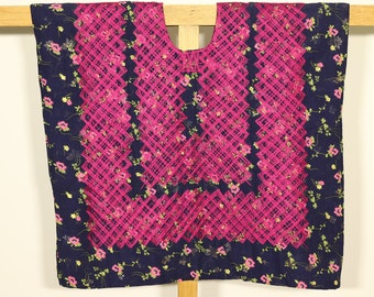 Blusa Oaxaca, mexican outfit, vestido de tehuana, hilos rosa mexicano, huipil azul marino de cadenilla, Juchitán, Oaxaca, Mexico