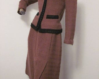 CHANEL luxurious vintage 70s 2p wool skirt suit a must have