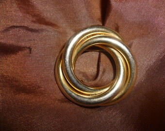 Round Knot Brooch