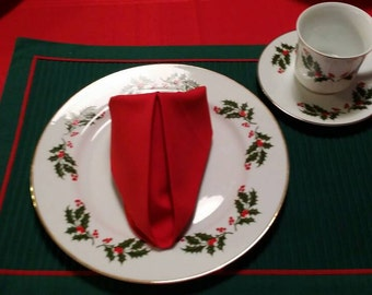 Christmas Holly Fine Porcelain 4 place setting set