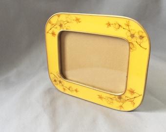 Floral Metal and Resin Frame // Floral Vintage Frame // Vintage Picture Frame // Floral Frame // Floral Home Decor // Floral Frame (B13)