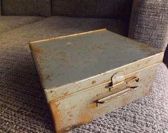 Boîte en métal Vintage 1943