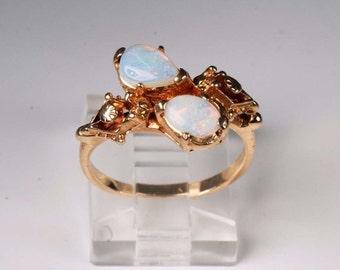 14K Yellow Gold Opal Ring , 3.8 grams, Size 6.75