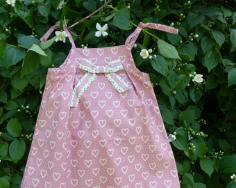 Pinafore dress size 104-110 with heart in pink and beige and loop