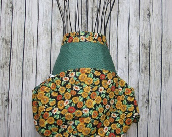 Harvest apron, gathering apron, garden apron, reversible apron, vegetable gathering, birthday gift, basket apron, berry bag, gardening gift