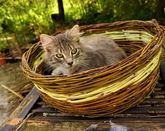 Handmade LARGE all natural brown willow and bamboo basket all natural,pet cat,dog basket/bed