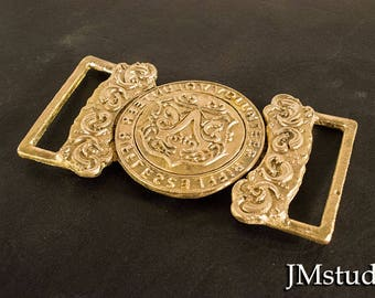 Assassin's inspired Jacob Evie  functioning belt buckle in two pieces solid cast brass.