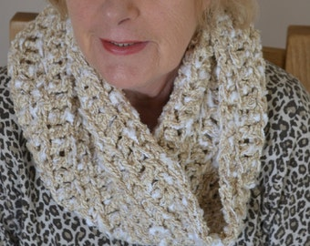 Chunky crochet cowl, cosy circle scarf, warm infinity scarf, neck warmer, gift for her, gift for women, oversized scarf, warm neck cosy