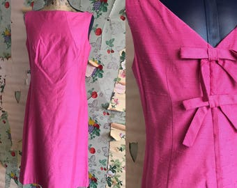 Vintage 1960s Makoff Bright Pink Bow Party Dress. Medium/Large. Mid century, mad men, wiggle.