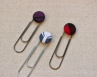 Giant paper clip bookmark with flat button stuck 19 mm