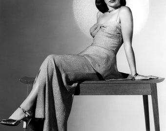 Ella Raines - Hollywood Actress and Icon - 24 Trading Cards