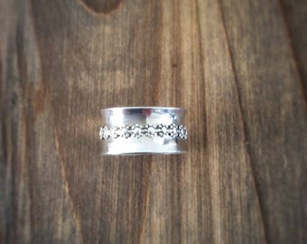 Daisy SPINNING Ring - Spinner Ring - Fidget Ring - Anxiety Ring - Worry Ring