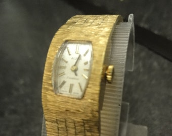 Ladies Vintage AVIA incabloc in barked gold self wind watch