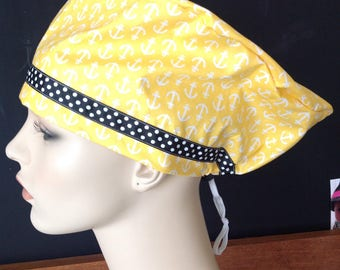 ANCHOR SCRUB HAT with polkadot contrast ribbon