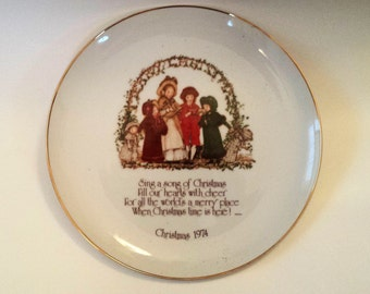 Vintage Holly Hobbie Christmas 1974 Plate, Vintage Christmas Plate, Commemorative Plate, Caroler's Singing, Merry Christmas Plate