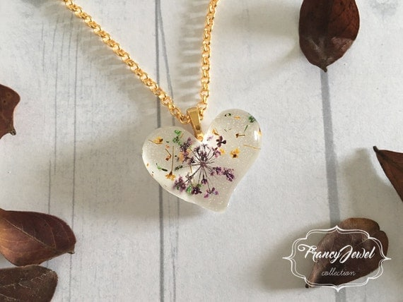 OOAK jewelry, gold necklace, heart charm, flower resin necklace, unique pendant, real flower jewelry, made in Italy, Christmas gift
