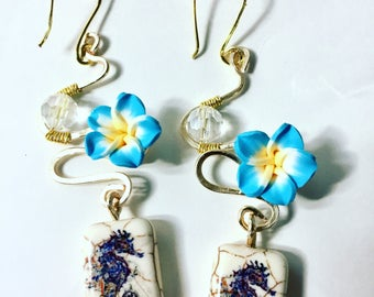 Wavy sea horse earrings
