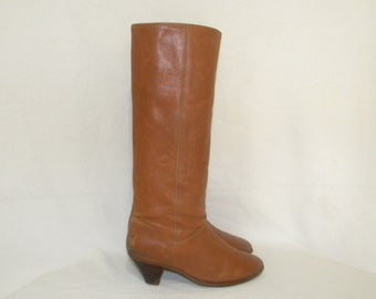 Vintage 1970s-Frye boots-Women Sz 7 boots- tall leather brown boots- 1970s- ladies walking boots.
