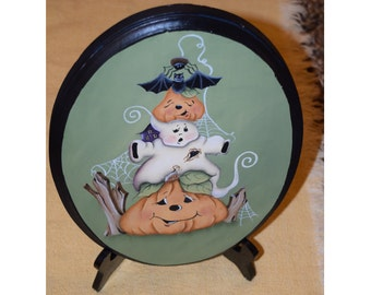 Oval Halloween Plaque with Stand - Jamie Mills-Price design handpainted by Tammy Roberds