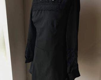 Greyish white collar black dress