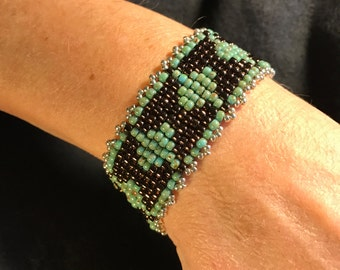 NO 122 Hand Beaded Glass Bracelet