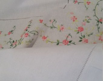 Beautiful Hand Embroidered Cotton tablecloth + 12 napkins - NEW