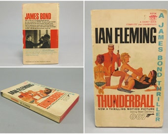Vintage James Bond Novel / Thunderball / Ian Fleming / Pulp Fiction / Action Adventure / Signet Books / Copyright 1961