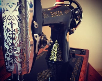 Beautiful, Fully working Singer 66K with original case