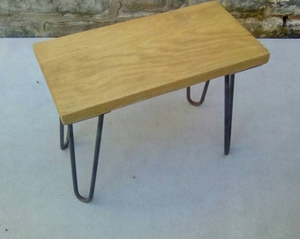 Oak and hairpin leg side table