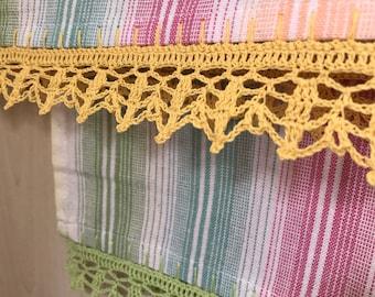 Tea towels/ Set of two tea towels/ crochet edging/ Kitchen towels/ green/ yellow