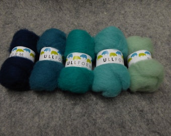 Norwegian carded wool fleece in bundles of turquoise colours