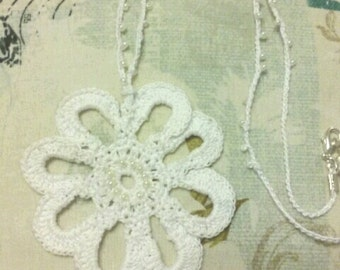 Medallion crochet necklace