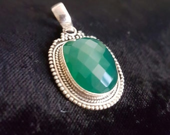 Unknown Magical Emerald Green Faceted Gem (Could be CHRYSOPHASE or ONYX)