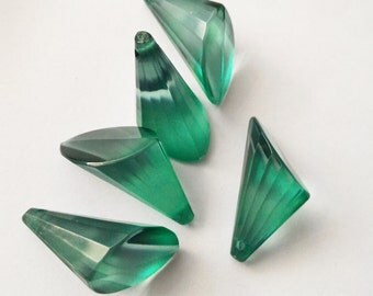 Green faceted beads 25 mm-5 pieces-conical