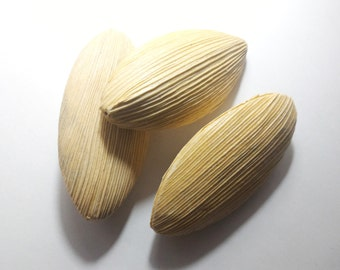 Light wood beads streaked to shuttle-2 pieces