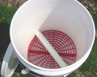 Vermiculture Worm Composting Bucket  Indoor/Outdoor Vented Vermipost Compost Storage Bin