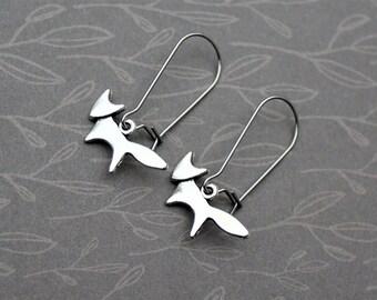 Fox jewelry, fox earrings, tiny silver fox earrings, animal jewelry, woodland jewelry, little fox, silver fox, drop earrings