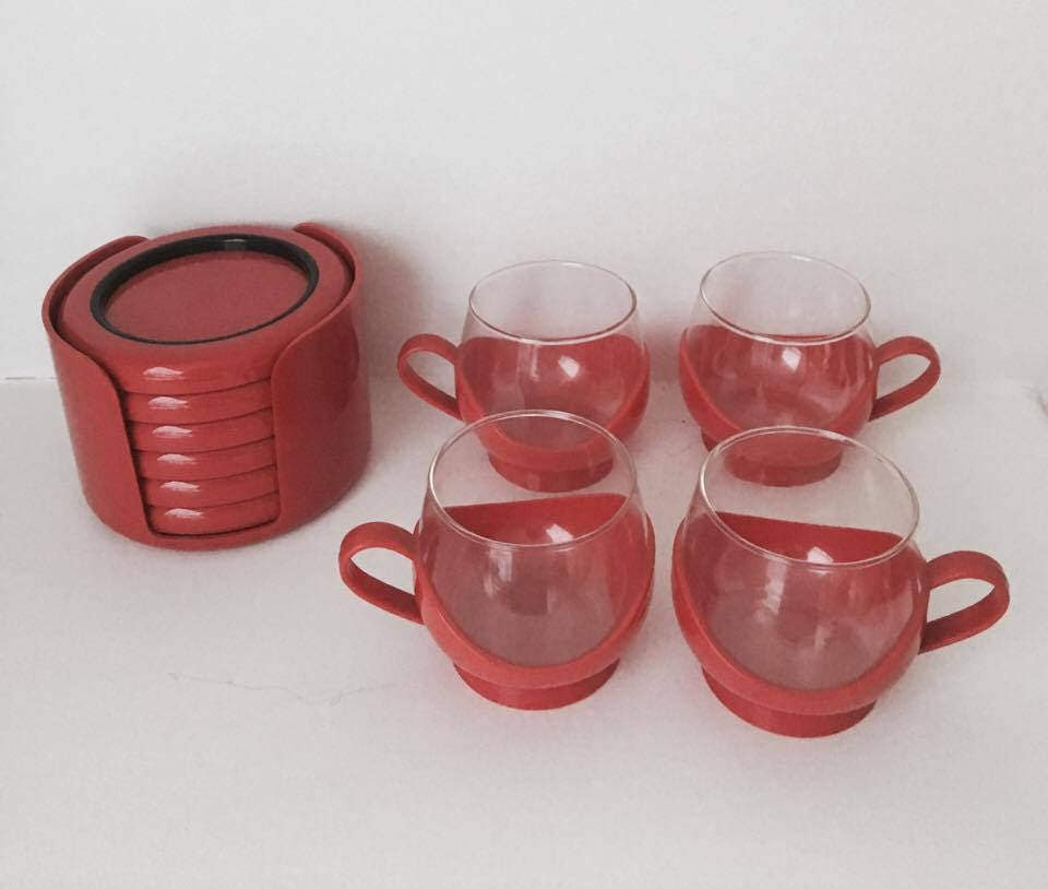melitta red cups set 4 cups red cups 70s 6 scaroni coasters cups with holder retro cups. Black Bedroom Furniture Sets. Home Design Ideas