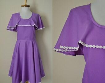 Purple Floral Cape Dress 60s 70s / Waist 28 / Lilac Light Pastel Purple Ruffle Daisy Flower Trim Full Skirt / Spring Summer Festival Dress