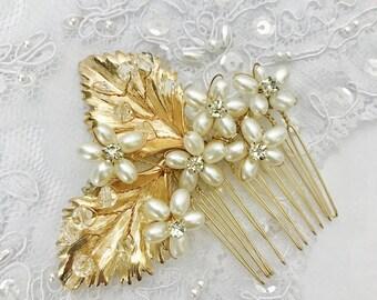 Gold flower bridal hair comb, pearl bridal hair comb, pearl flower hair comb, vintage bridal hair comb, gooddess haircomb