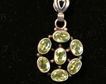 Beautiful Vintage Green Citron Stone pendant on 925 Silver Necklace