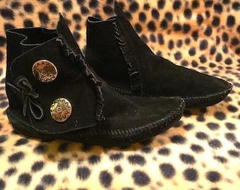Vintage 1970s/80s Black Suede Minnetonka Mocassins Boots Women's Size 8.Silver Concha  Souvenir Frontier COACHELLA  Hippie Biker chick