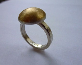 Silver ring with 18 ct hemisphere