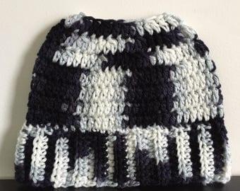 Top knot hat - Crochet ponytail hat - Bun Beanie - Messy hats - Messy bun beanie hat - Messy bun - Ponytail beanie - Messy bun hat