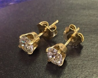 14k solid yellow gold stud earrings